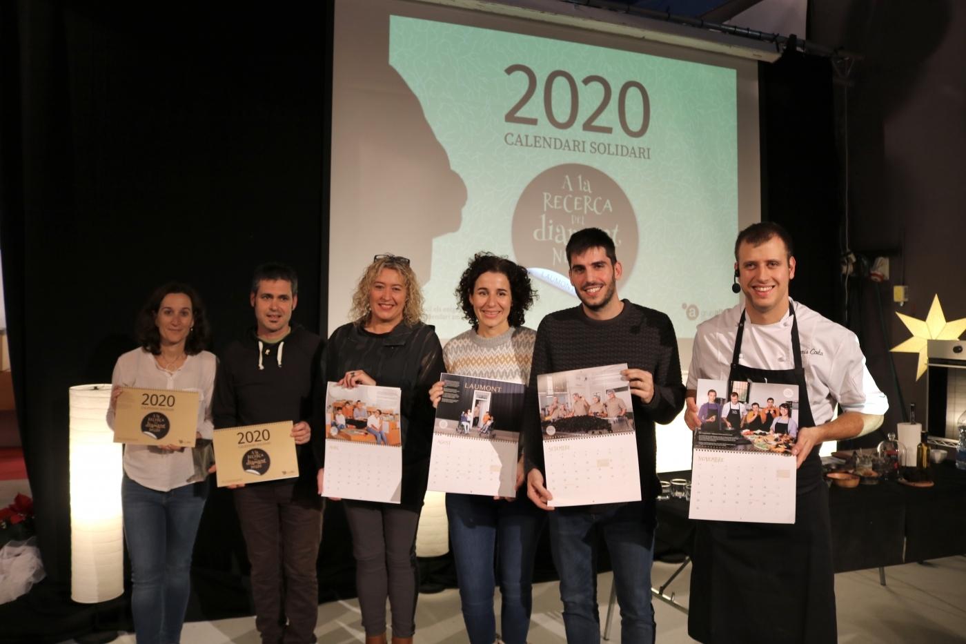 El Grup Alba presenta el seu calendari solidari, un conte amb enigmes i adhesius personalitzats.