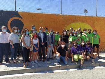 El conseller Chakir el Homrani visita el camp de treball 'Graffitis inclusius' a Cervera gestionat per Lleure Quàlia del Grup Alba