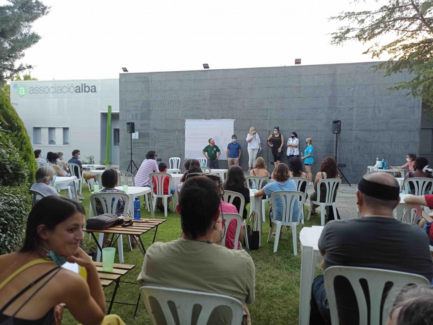 El Grup Alba presenta a l'Assemblea General de Socis el Pla d'habitatges i fa un reconeixement als professionals i persones de l'entitat durant la pandèmia.