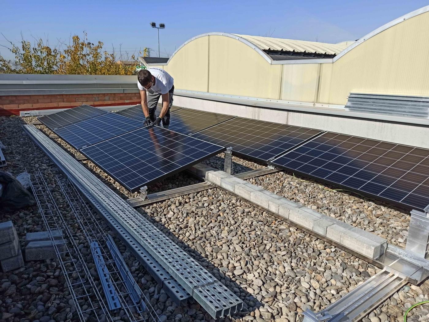 El Grup Alba instala 226 panells solars a la seu de Tàrrega.