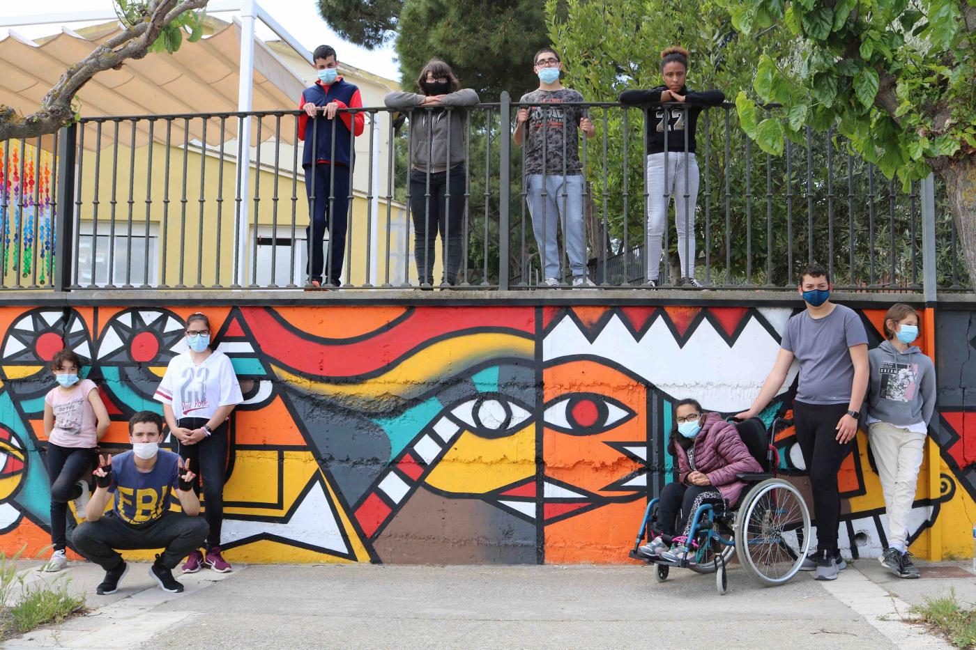 L'Escola Alba de Tàrrega llueix un nou mural que reivindica la diversitat i la inclusió.