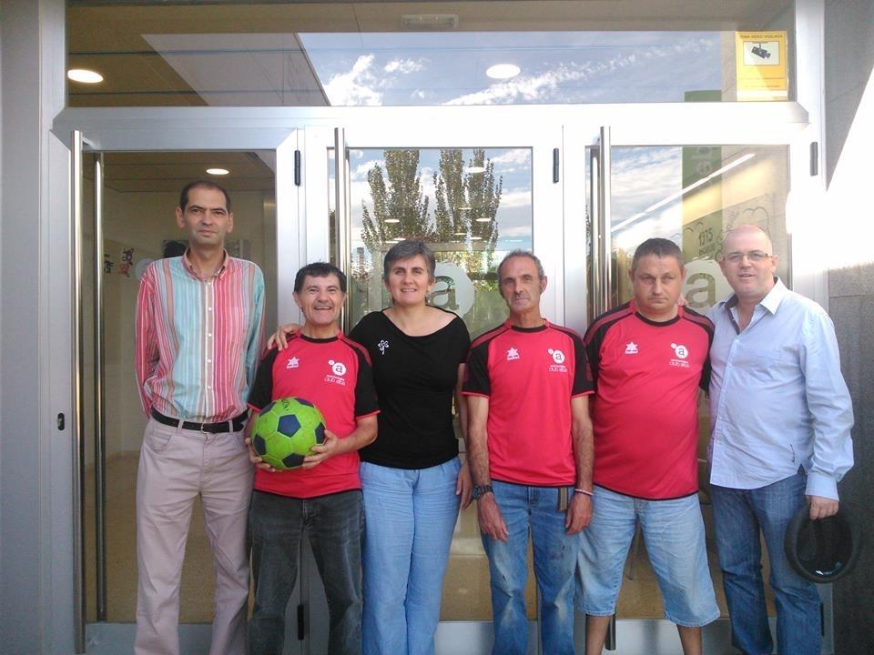 L'Associació Alba i la Unió Esportiva Tàrrega signen un conveni per a promoure la inclusió en el futbol targarí.