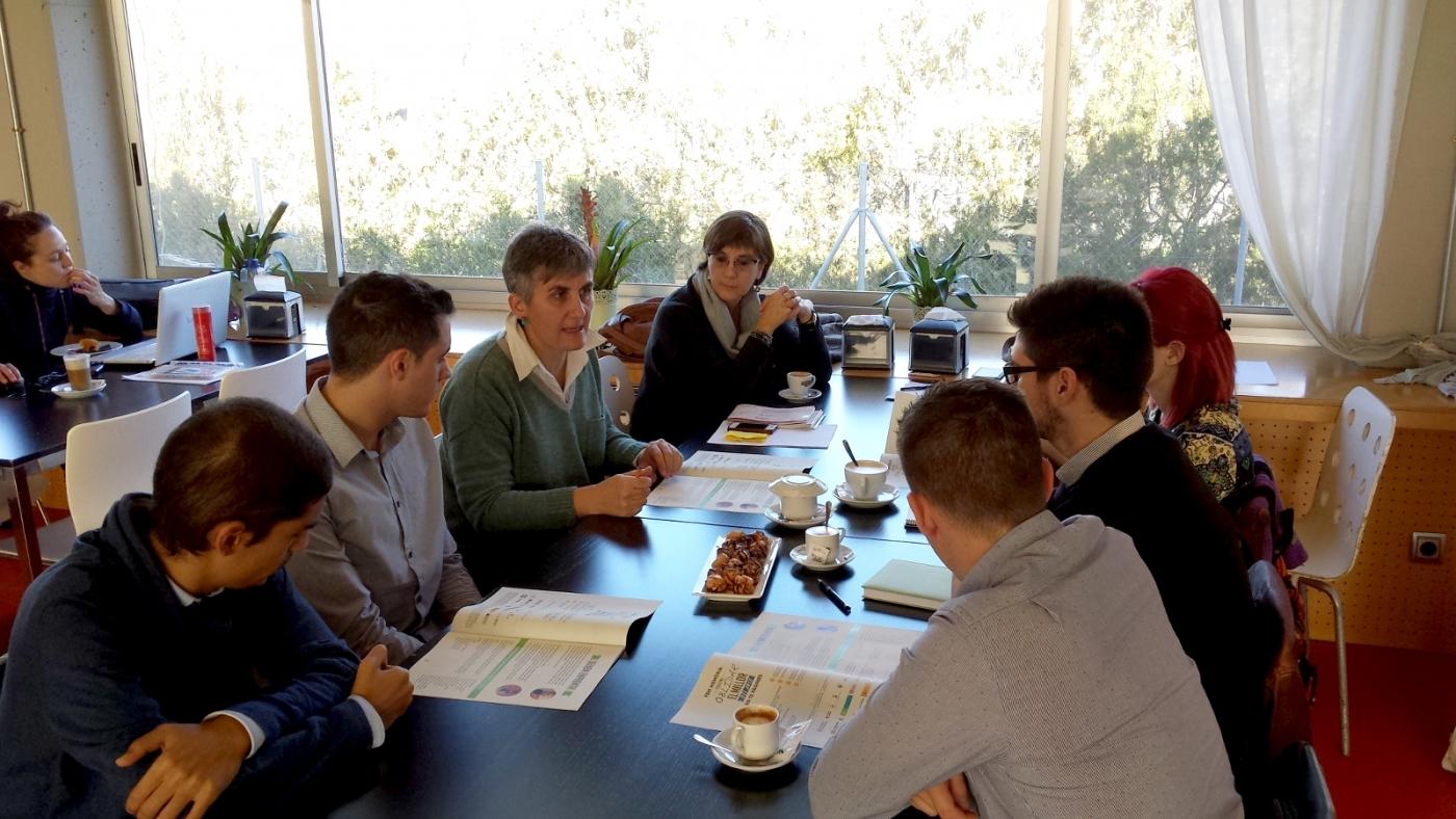 Associació Alba juntament ambl'estudiantat de la UDL participemalprojecte DEMOLA de responsabilitat social