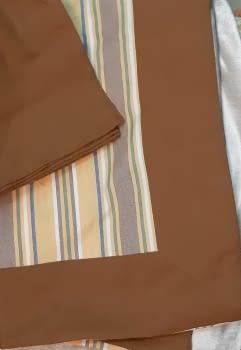 Mantelería rayitas marrón 180 x 225 + 8
