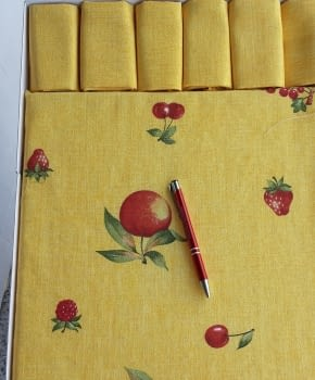 Mantelería Amarilla 150 x 150 + 6 - 2