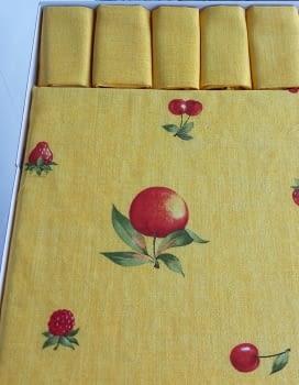 Mantelería Amarilla 150 x 150 + 6 - 3