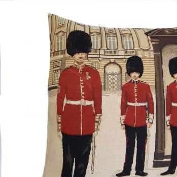Funda cojín guardia London 45 x 45 - 1