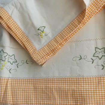 Mantelería bordada amarilla 265 x 173 - 1
