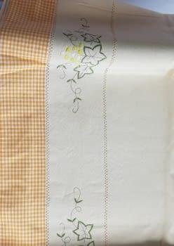 Mantelería bordada amarilla 265 x 173 - 2