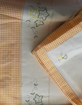 Mantelería bordada amarilla 265 x 173 - 3
