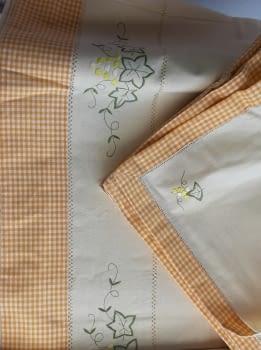 Mantelería bordada amarilla 265 x 173 - 6