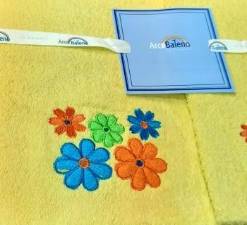 Juego de toallas flores amarillo