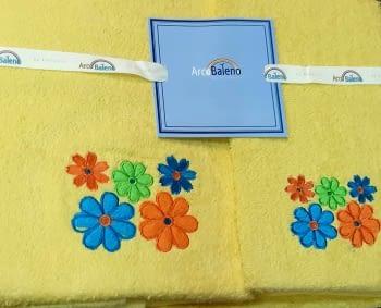 Juego de toallas flores amarillo - 1