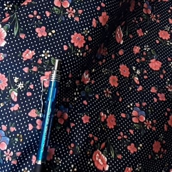 Tela azul florecitas rosas 140