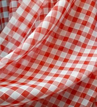 Tela visillo cuadros rojos 150 x 350= 22,50 €