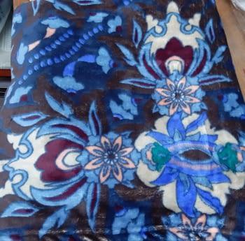 Manta sofá coralina flores azul