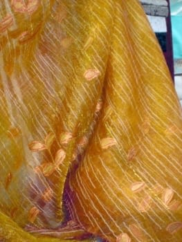 Tela Organza naranja hojas