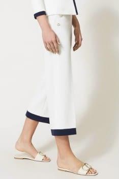 TWINSET pantalón blanco ancho con vivos azul marino - 2
