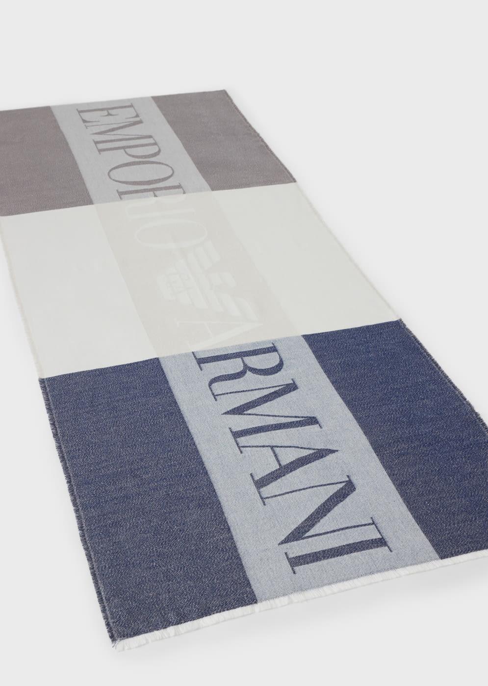 EMPORIO ARMANI foulard logotipo en azul, beige y  marrón