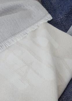 EMPORIO ARMANI foulard logotipo en azul, beige y  marrón - 2