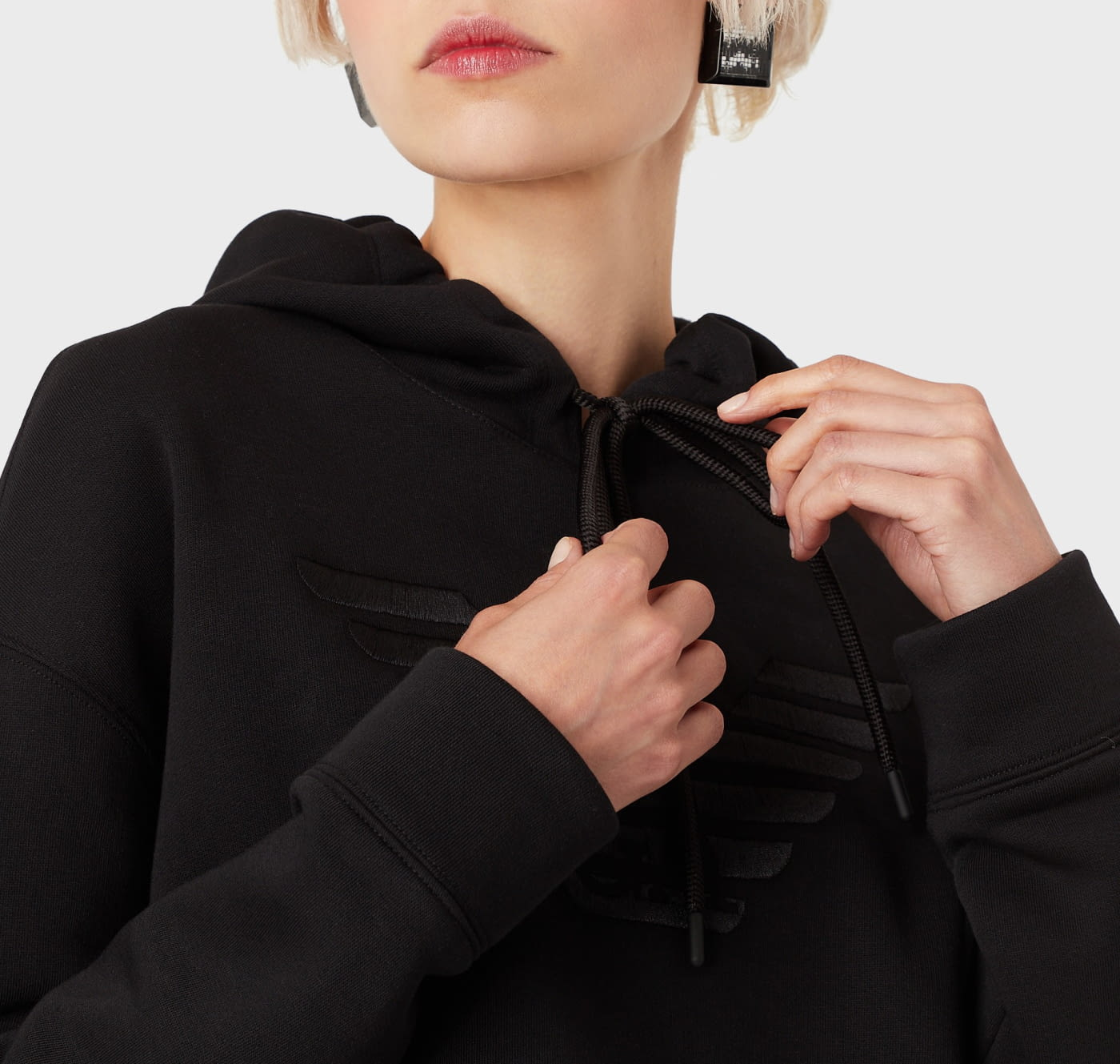 EMPORIO ARMANI sudadera color negro con  logotipo y capucha