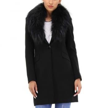 KOCCA abrigo color negro con cuello de pelo