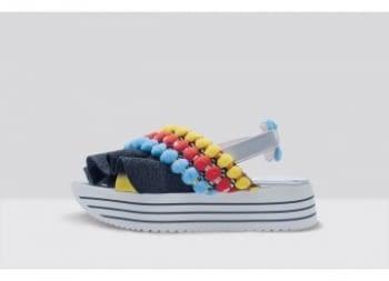 L4K3 sandalia negra con bolas multicolor