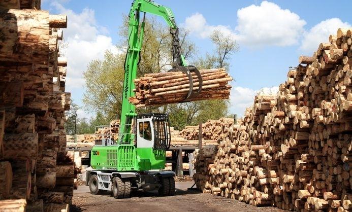 Sennebogen 730, ejemplo de manipuladora de madera