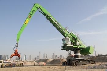 Sennebogen 880 EQ  para la recuperación de tierras en Dubai