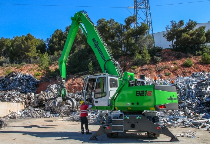 Nueva Sennebogen 821E para Scrap Inox 080