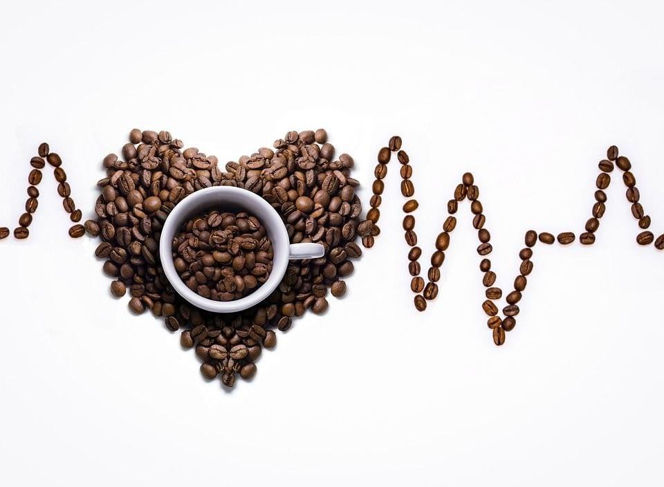 SAPS QUINS BENEFICIS APORTA PENDRE CAFÈ ?