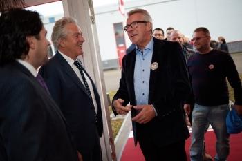 Henk Aa y Daan Aa dando la bienvenida a los asistentes
