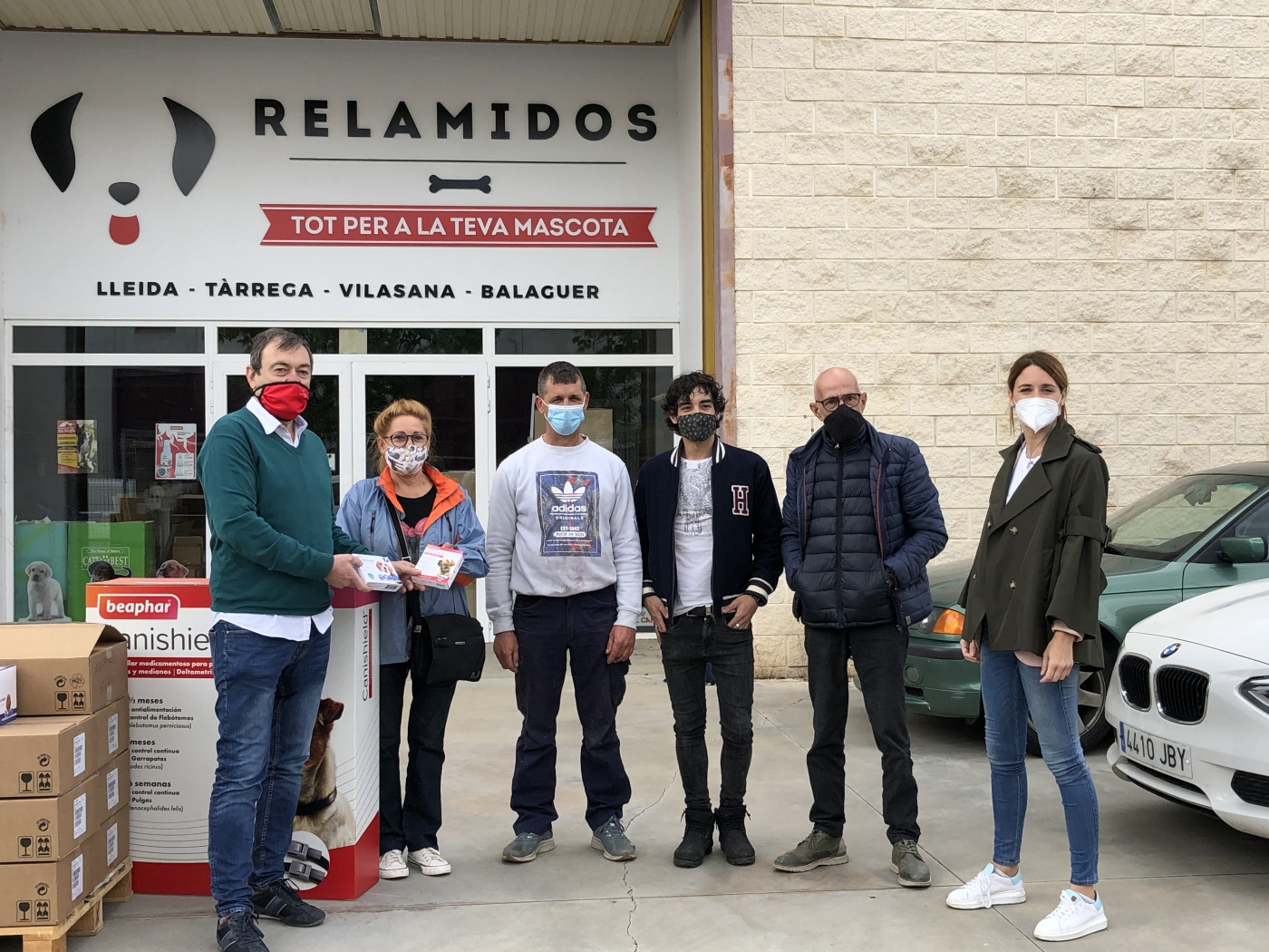 Cominter hace una gran donación de antiparasitarios a 7 protectoras de Lleida