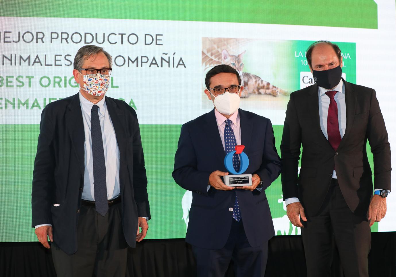 Rettenmaier Ibérica premiado en los  1º Premios Veterinaria y Nutrición Animal de La Razón como mejor producto de higiene para animales de compañía