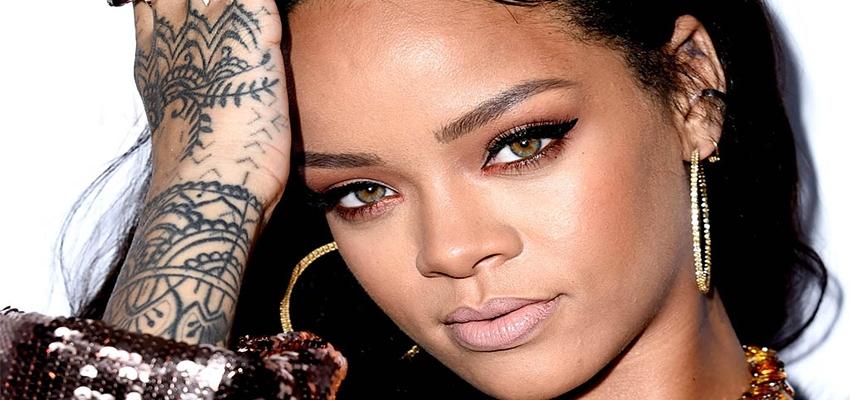 Rihanna y su outfit espectacular en Coachella.