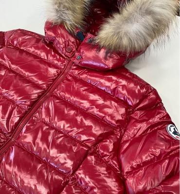JOTT  Abrigo plumífero rojo brillante con capucha con pelo