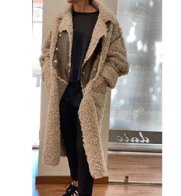 OOF WEAR Abrigo peludo en beig con aplicaciones de cuero reversible - 2