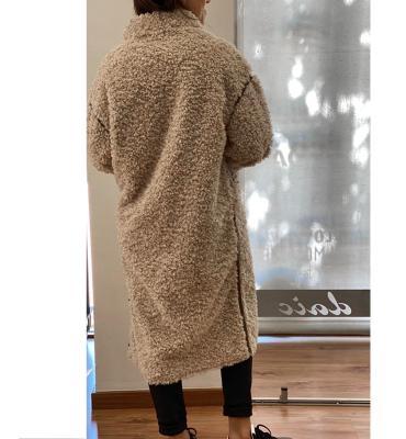 OOF WEAR Abrigo peludo en beig con aplicaciones de cuero reversible - 4