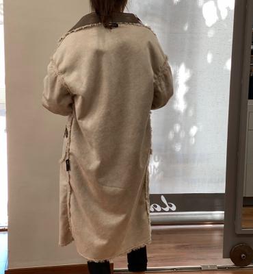 OOF WEAR Abrigo peludo en beig con aplicaciones de cuero reversible - 6
