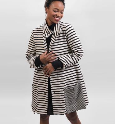 ALEMBIKA Abrigo corto rayas blanco y negro