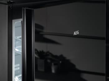 Frigorífico Combi AEG RCB736E4MK Cristal Negro | 201 x 59.5 cm | No Frost | Cooling 360 | DesignLine | Clase E
