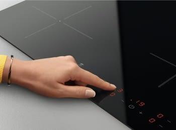 Placa de inducción Zanussi ZITX633K de 60 cm con 3 zonas Power (1 Doble de 28 cm)   Control Placa-Campana Hob2Hood - 2