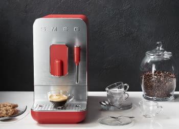 Cafetera Smeg Roja BCC02RDMEU 50'Style con Vaporizador y Molinillo Integrado | 8 funciones y función vapor | Sistema Anti-Goteo | 100% Automática - 4