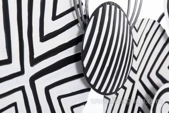 Cuadro de Metal Blanco y Negro (135x69) - 1