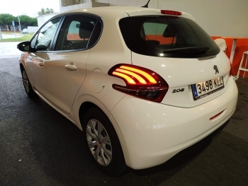 Peugeot 208 Pure Tech - 3