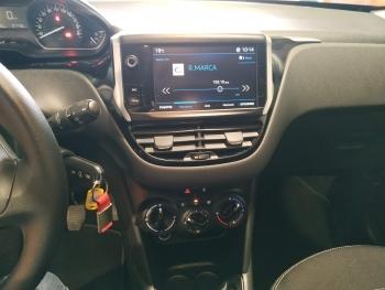 Peugeot 208 Pure Tech - 4