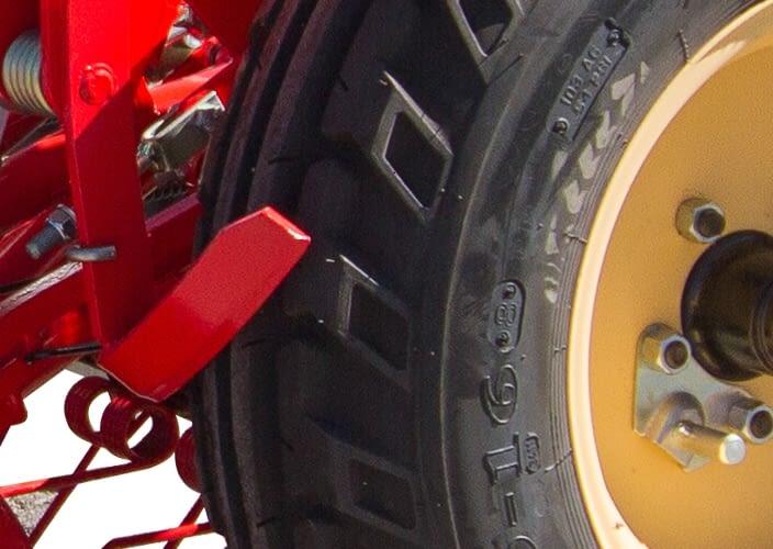 Rascadores a ruedas de control de profundidad