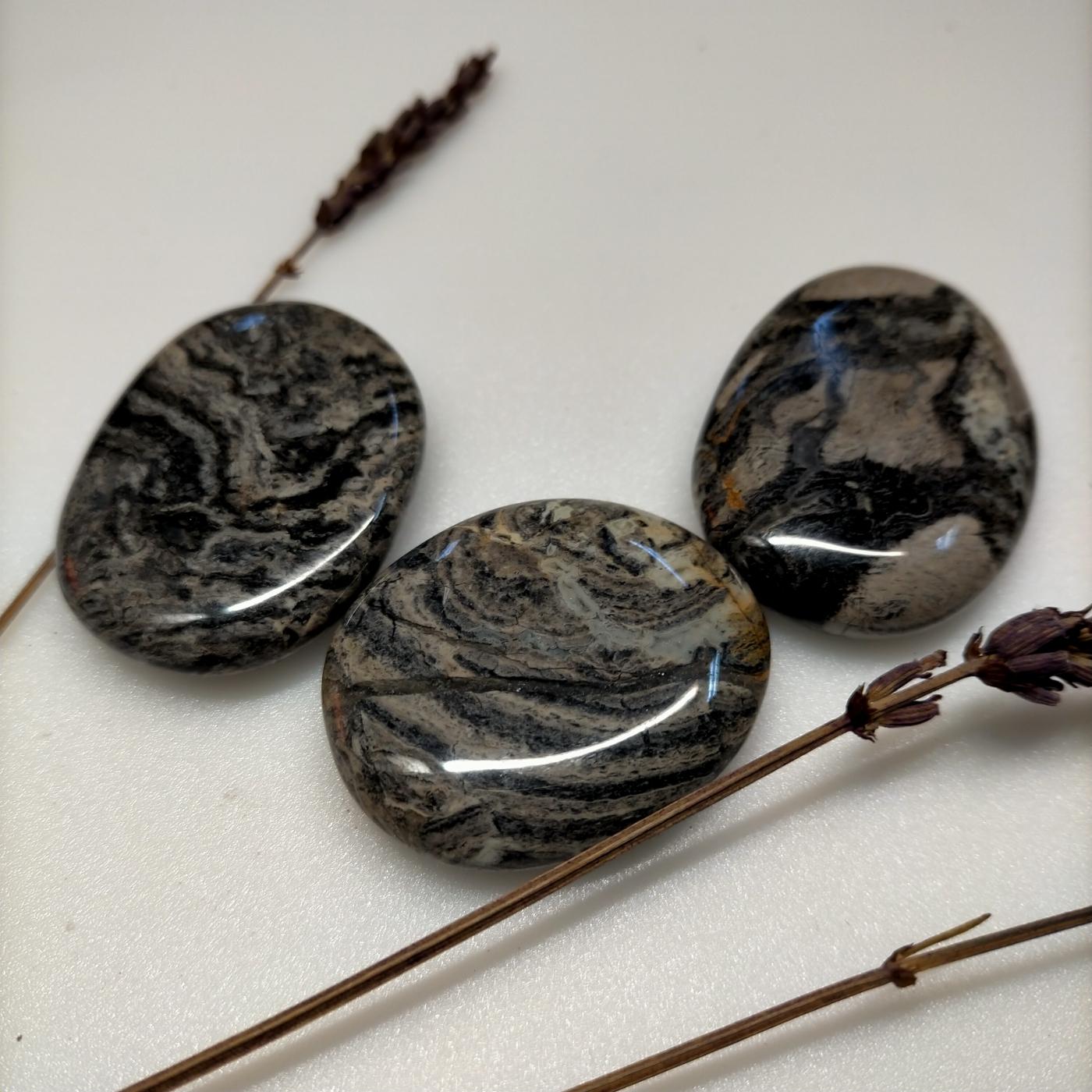 Canto rodado de jaspe hoja de plata -