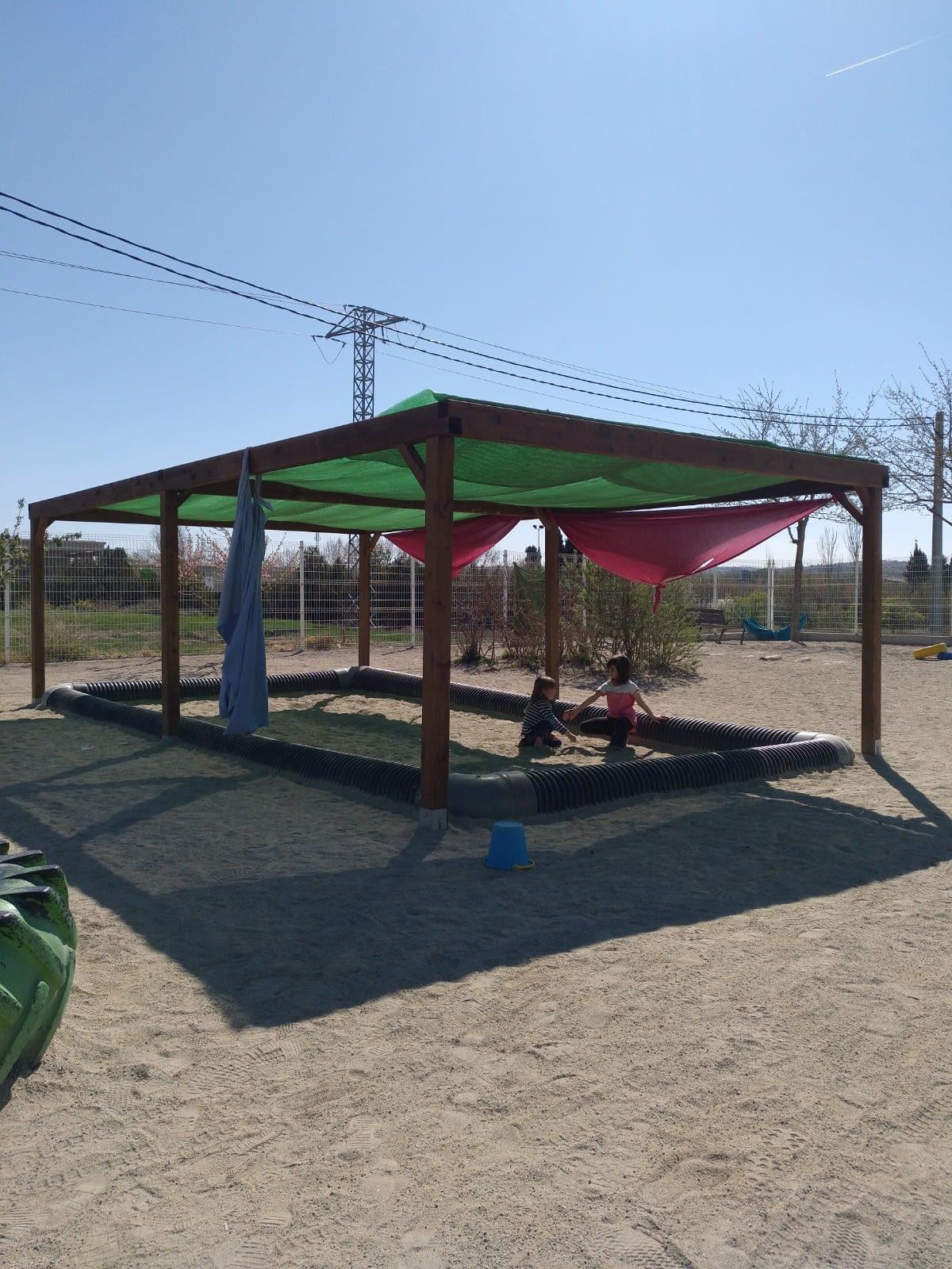Engeguem el projecte participatiu per la transformació del pati de l'escola.