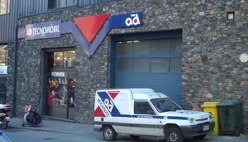 2004. Constitution de AD Tecnomòbil, SA et inauguration d'un magasin en Andorre